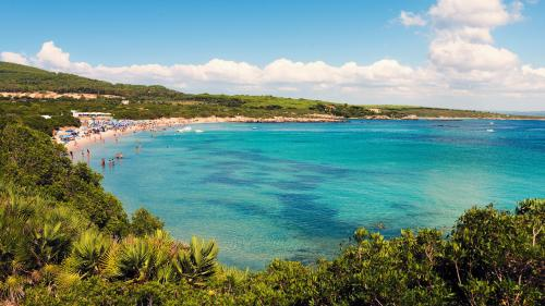 Panoramica sulla spiaggia del Lazzaretto, acqua turchese